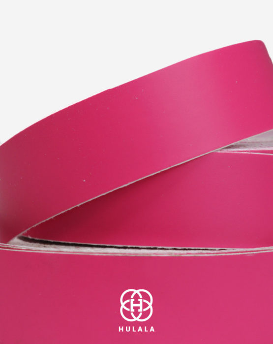 Gładka taśma winylowa w różowym kolorze służąca do oklejania obręczy hula-hoop i innych sprzętów gimnastyki artystycznej.